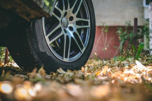 4 aspekti drošībai rudenī, pārvietojoties ar auto