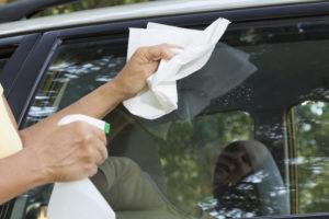 auto logu tīrīšana