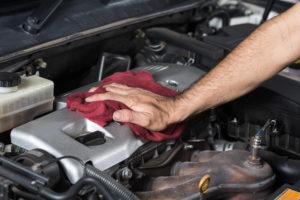 automašīnas motora tīrīšana