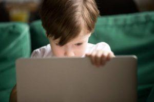 bērns un internets