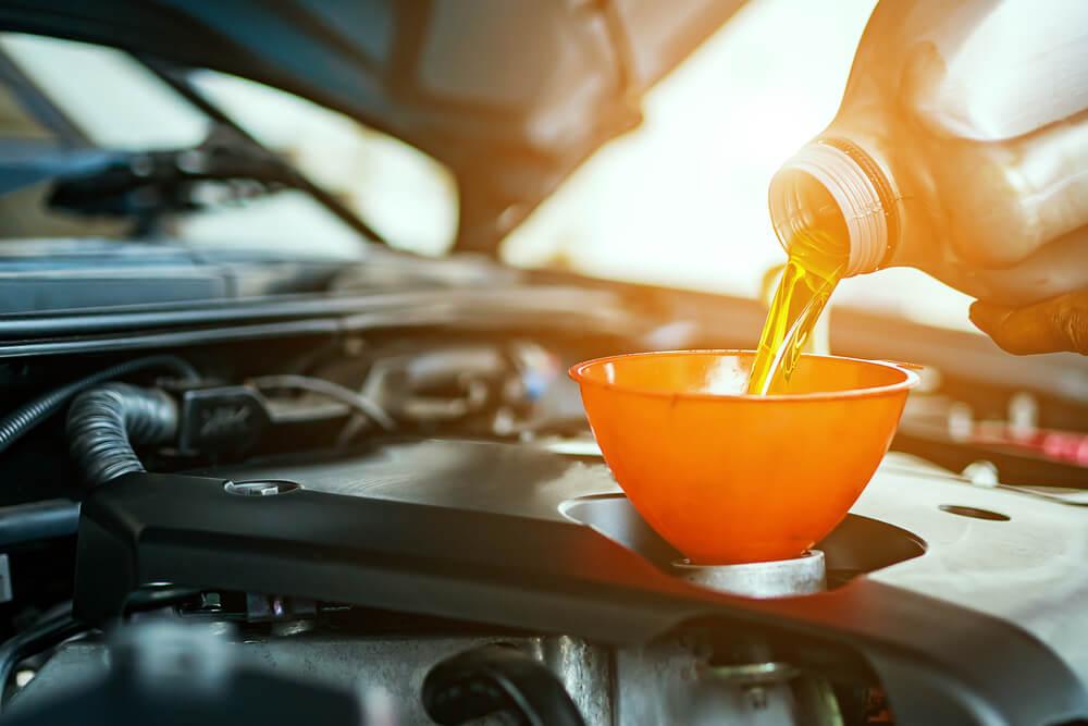 Kā izvēlēties labāko motoreļļu savam auto?
