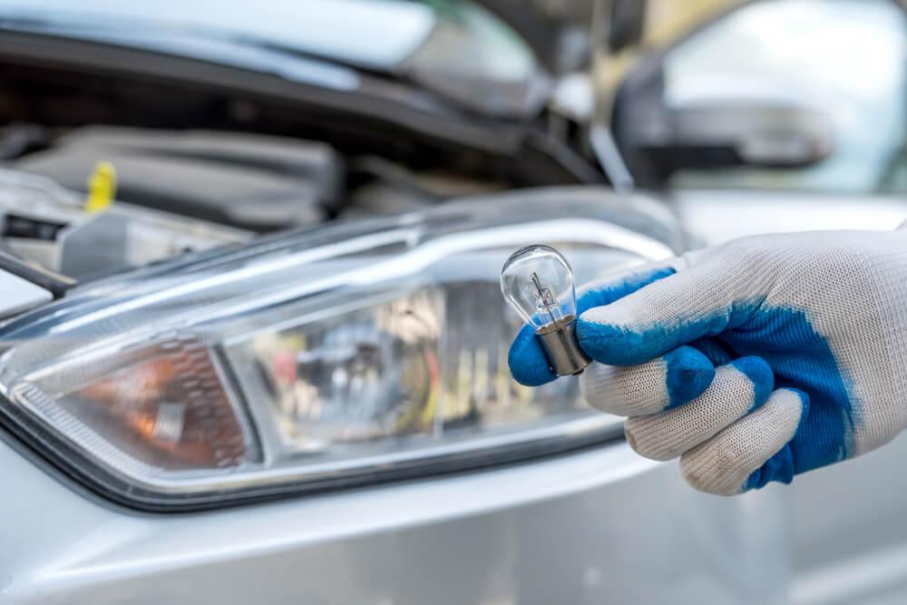 Kā izvēlēties auto spuldzes?